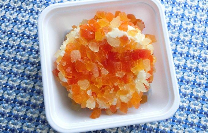 まるで食べる宝石箱!北海道:ニセコチーズ工房の二世古「雪花」 ⇒https://t.co/fsOonXryae クリーミーで濃厚なチーズに、パイナップルとパパイヤのドライフルーツがまぶしてあり、見た目はまるで宝石のようです!