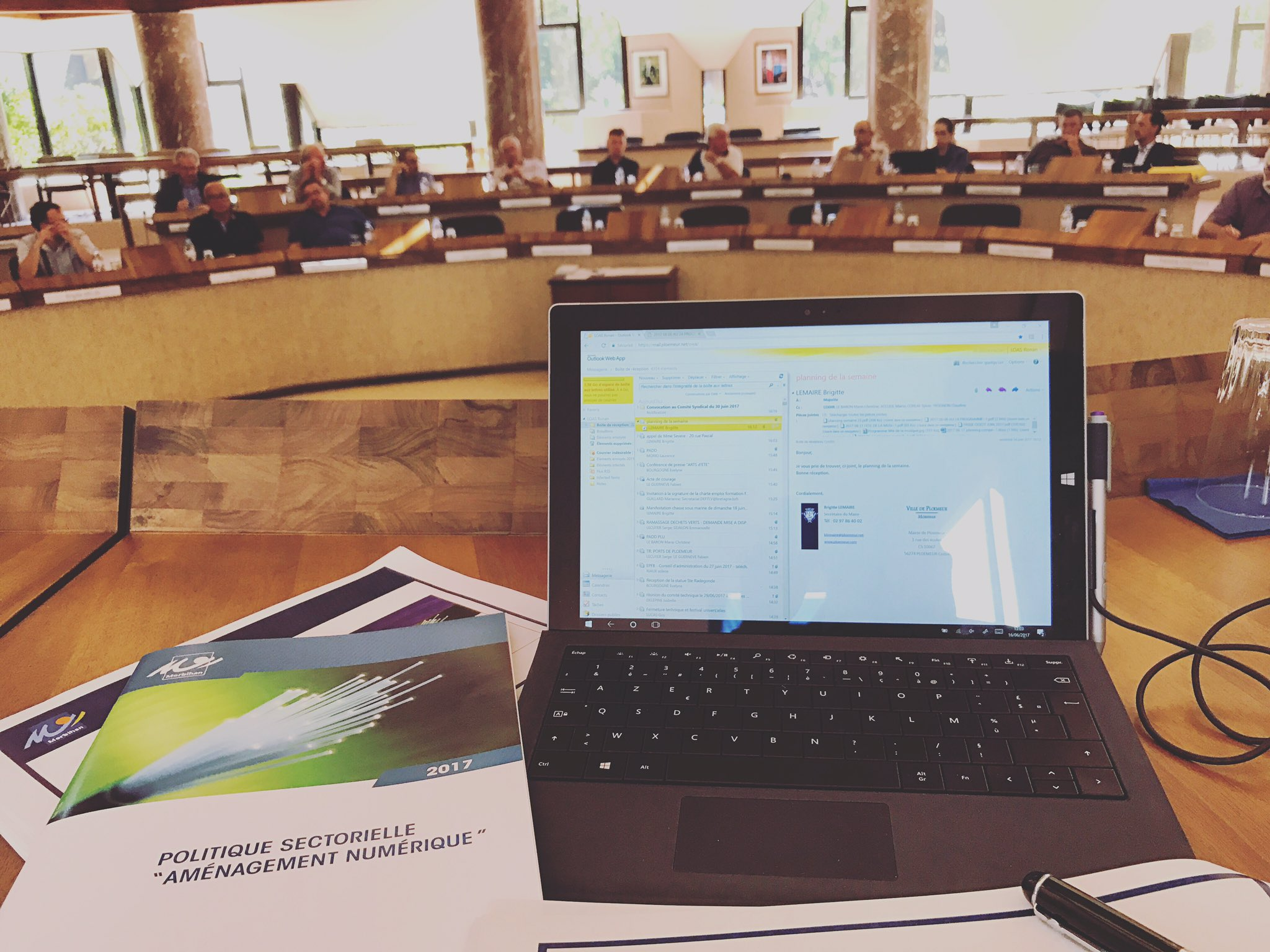 Comité de pilotage avec toutes les intercommunalités (EPCI) du #Morbihan. Évoquons l'état d'avancement du projet Bretagne Très Haut Débit https://t.co/Da6vxVz2LL