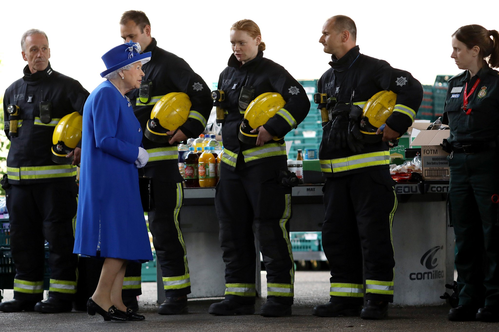 The Queen meets some heroes....  #GrenfellTower https://t.co/hYejDvk7uf