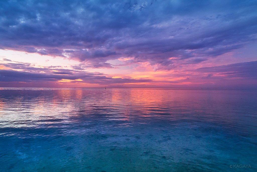 一昨日撮影したモーレア島(タヒチ)の光景 きらめく色彩と、荒々しい山々、刻一刻と変化する空。