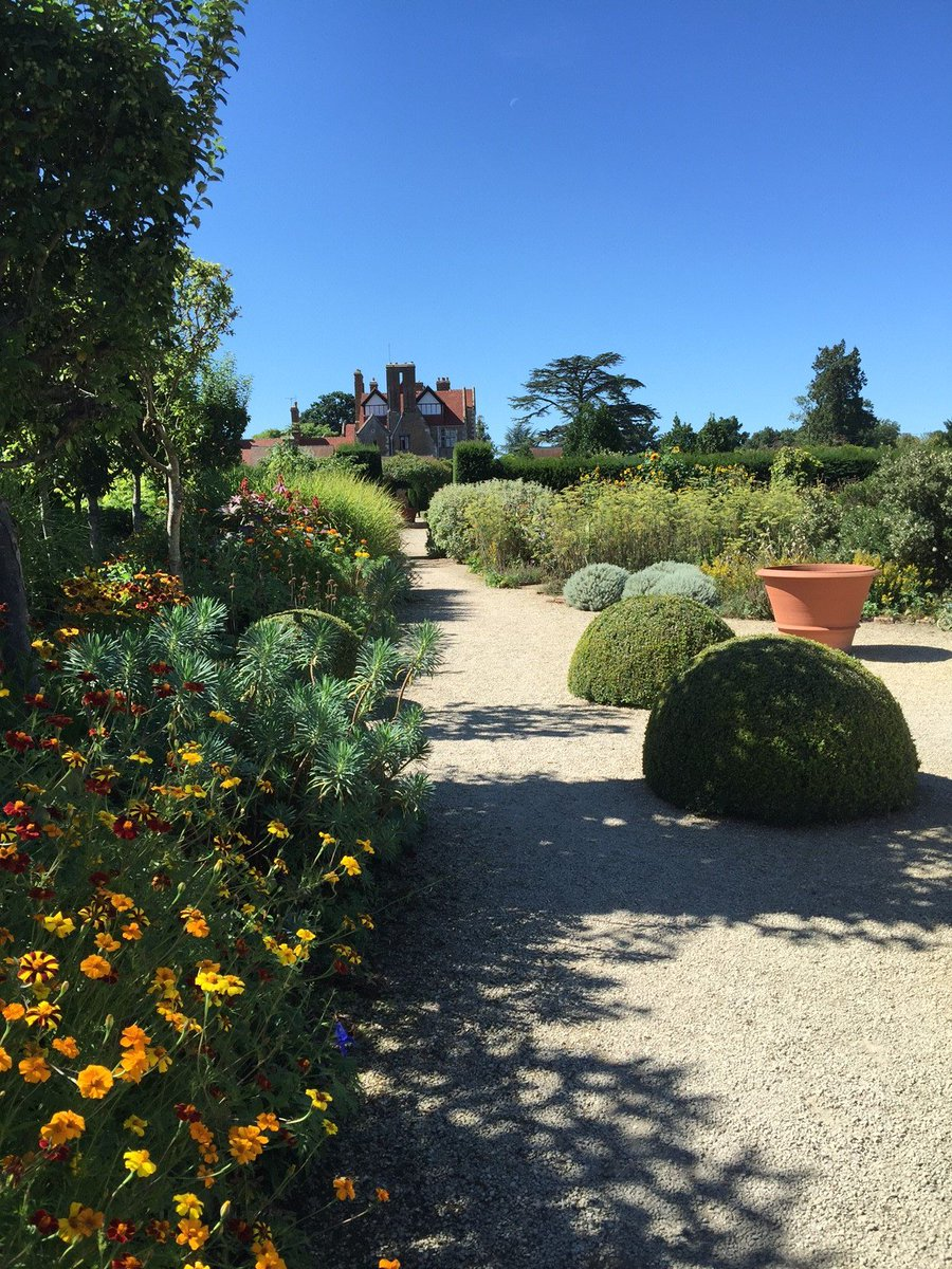 Forecast is looking good for #NGSGardens day this Sunday @LoseleyPark  @NGSOpenGardens #walledgardens #giftshop #tearoom open 11am to 5pm