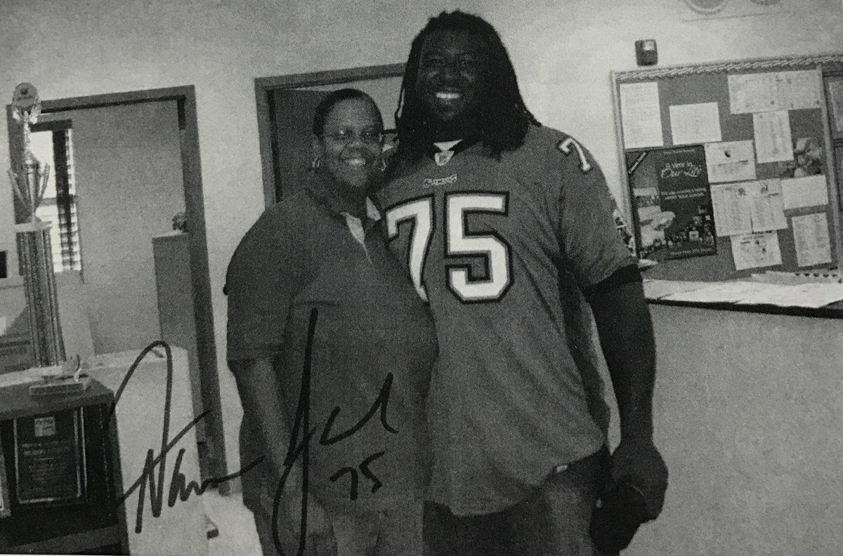 Hallandale High community liaison Olga Harris poses with famed HHS graduate Tampa Bay Buccaneers#75. #Hallandale #throwbackthursday #Floride <br>http://pic.twitter.com/SBRPEr5O5W
