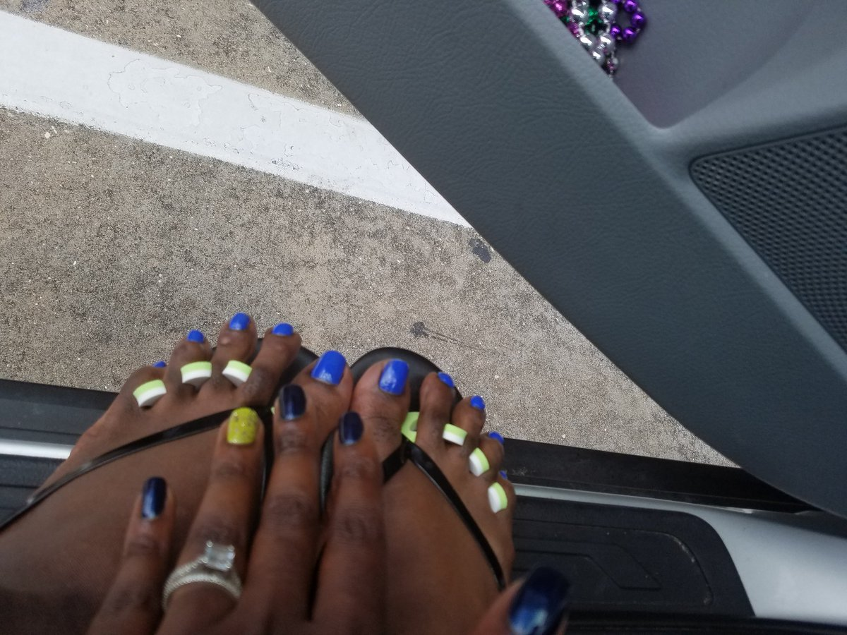 Nails and feet done! Thanks to an awesome student and parent. #ivynails #flipflopready #MESchallenge @Martin_Mustangspic.twitter.com/pJiztbt8l3