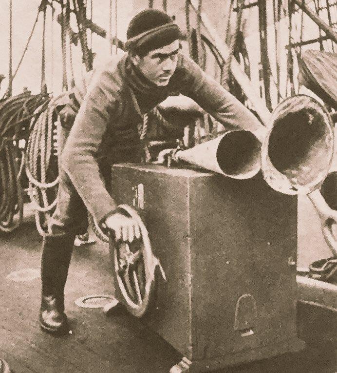 "@vintagepixuk @KilwarrenJohn @deedeesadler @DottyVintage1 Fishermans Friend ""No it's Brian you can hear playing with his horn"". https://t.co/jooHzWyAuB"