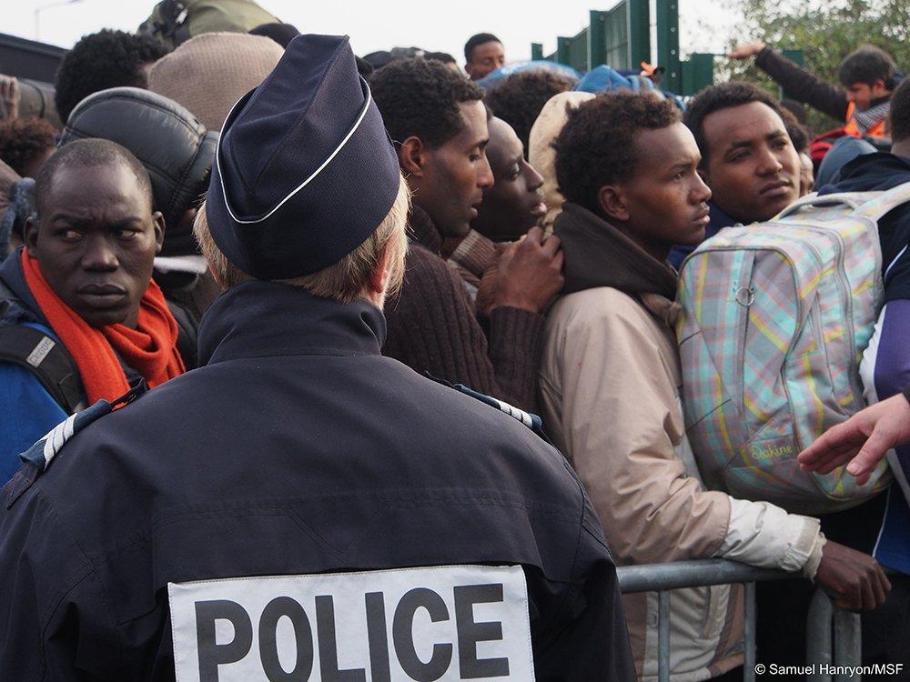 #Calais,« un repas par jour, ce n'est pas suffisant, mais j'ai des ordres » https://t.co/vXB3B0IoFe