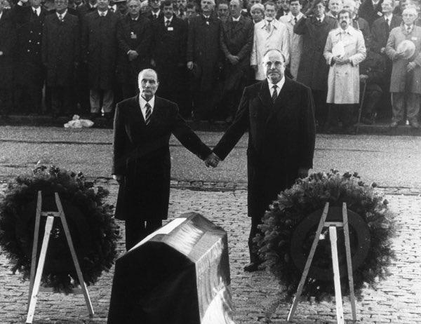 Helmut #Kohl, Architekt der dt. Wiedervereinigung & überzeugter Europäer, ist verstorben. Europa nimmt Abschied v. einem großen Staatsmann https://t.co/xNTKgnLt77