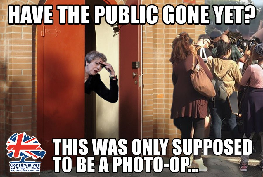 Theresa May,visit to St Clements church,still avoiding the public.Leaders face challenges,they don&#39;t runaway #coward #Resign #GrenfellTower<br>http://pic.twitter.com/IkuldiNnXJ