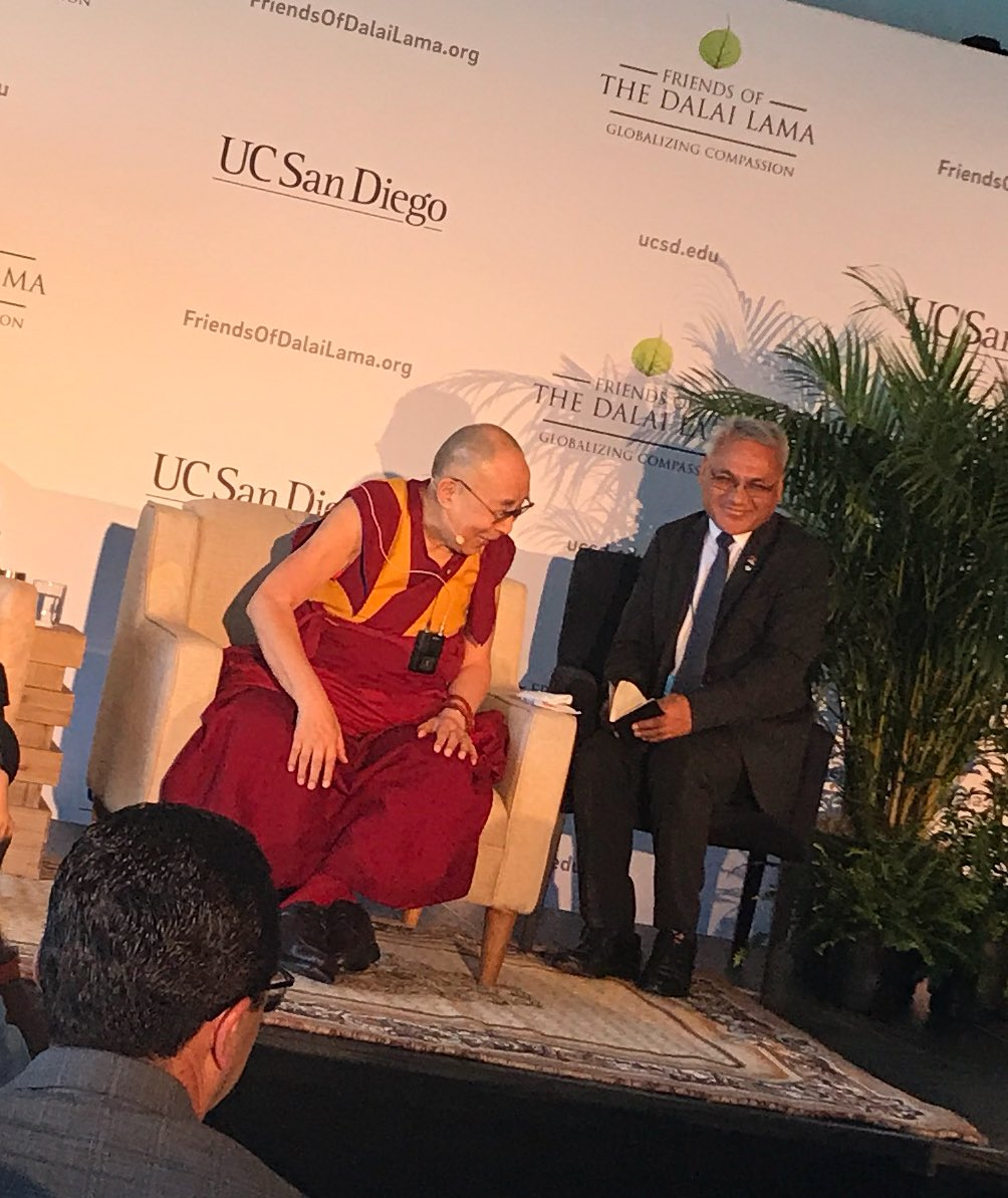 Starting in a few moments: @DalaiLama on Embracing the Beauty of Diversity in our World https://t.co/2mdAcrgGXC #GlobalizingCompassion https://t.co/gQErLojve2
