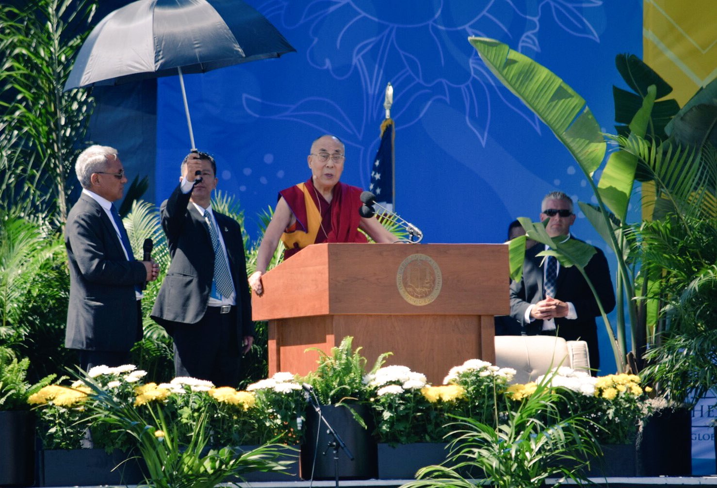 When I think I am just one human being, that creates loneliness; we are one human family - @DalaiLama at #UCSD #GlobalizingCompassion https://t.co/K3m1Yqwava