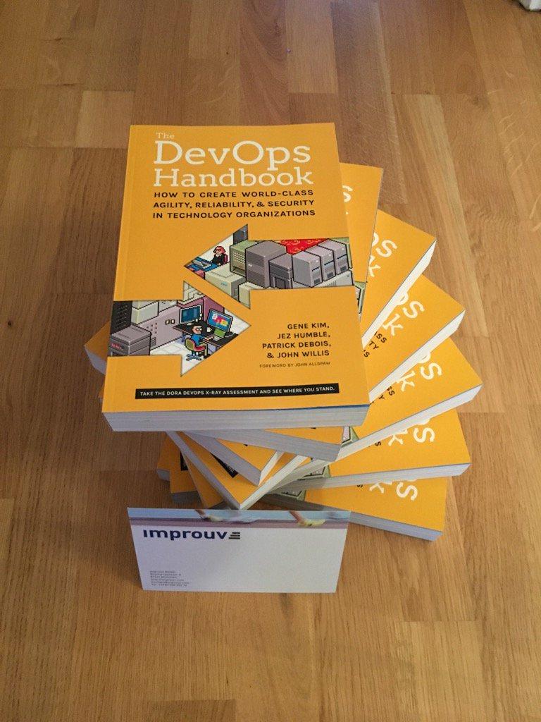 @jezhumble 's #DevOps Handbooks awaiting winners @Global DevOps Bootcamp #gdevopsbc #gdbc thx to our sponsor @improuv https://t.co/9e9J5LG9Hv