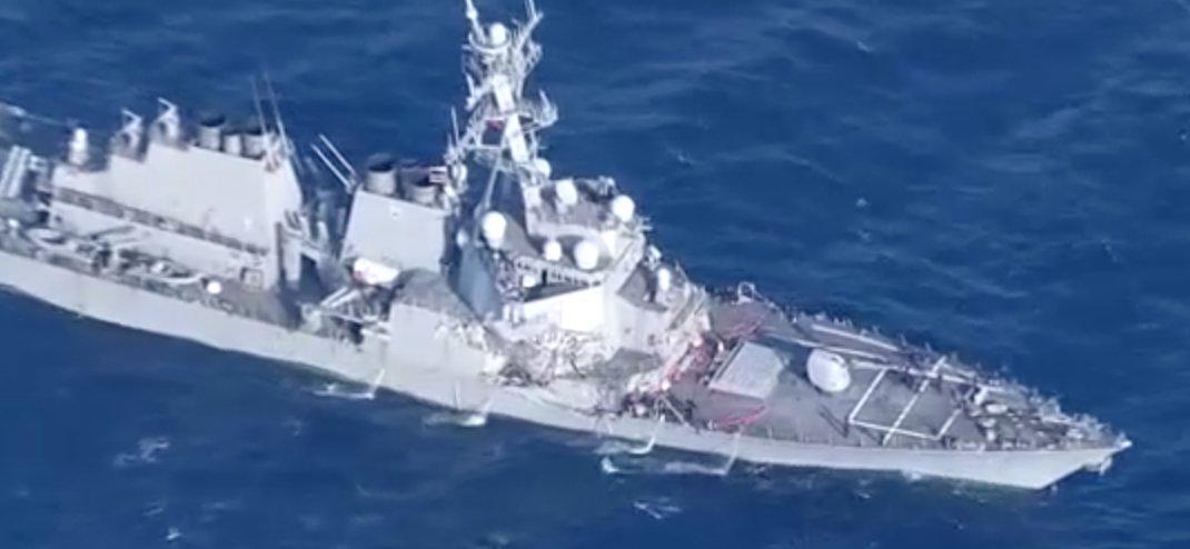 Video shot from @nhk_news helicopter reveals extent of damage to USS Fitzgerald.  https://t.co/QgrbfioSeG @USNavy https://t.co/EIIr1jnkJz