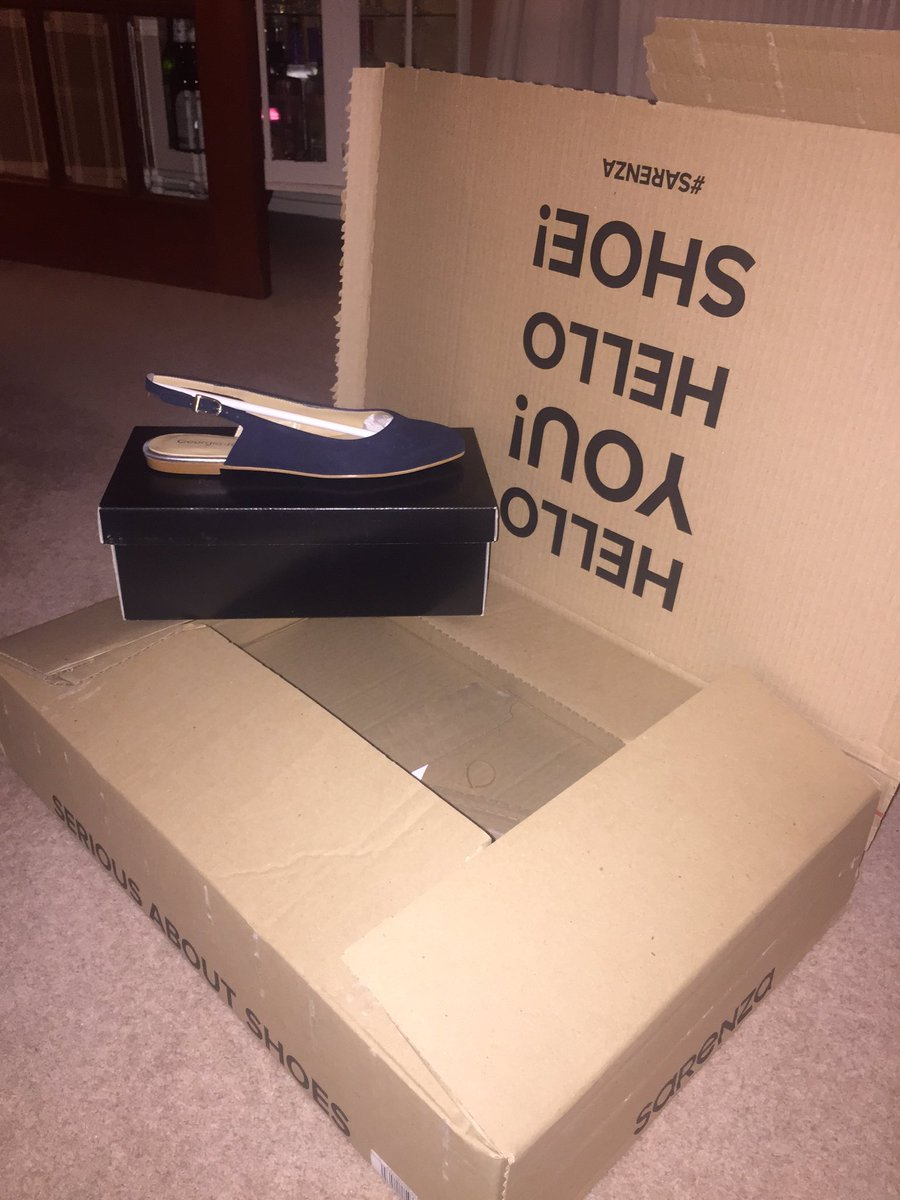 @SarenzaUK 1 pair of size 5 shoes ordered and this box arrives...somewhat ridiculous don&#39;t you think? #Sarenza #toomuchpackaging<br>http://pic.twitter.com/eXGlNf62xQ