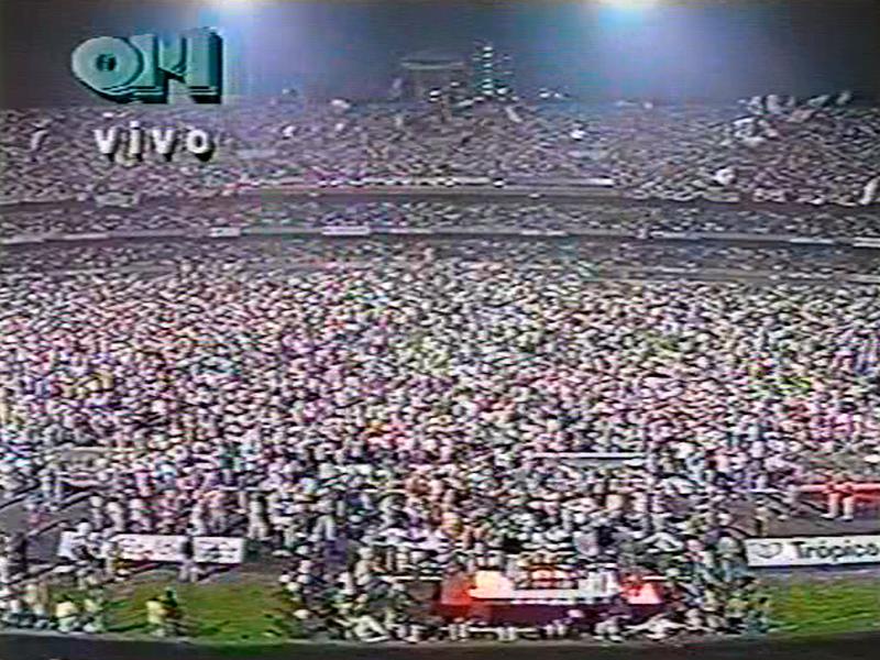 Milhares de são-paulinos invadem o campo na festa jamais vista na história do clube, da competição, até do futebol mundial! #25AnosLiberta92