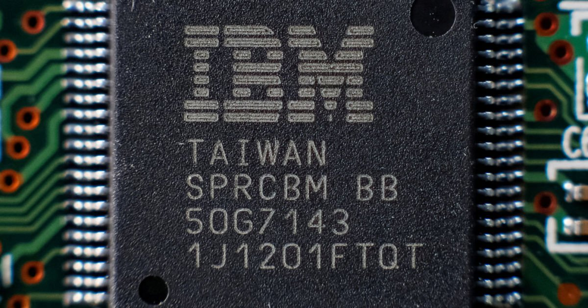 IBM squeezes 30 billion transistors into a fingernail-sized chip