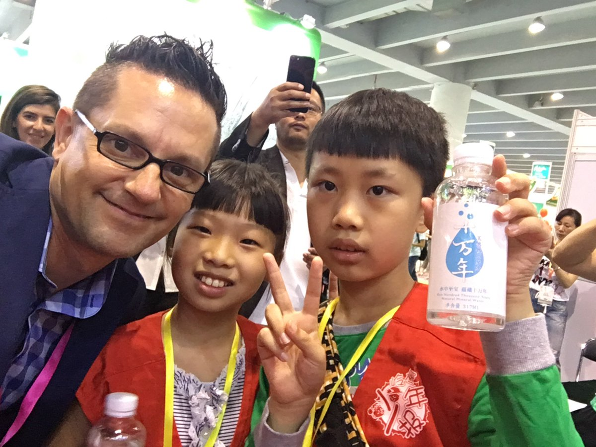 Being interviewed today by the Chinese #Children #Press. Love that the next generation is interested in #water #watersommelier #china<br>http://pic.twitter.com/0JrPF8yF6L