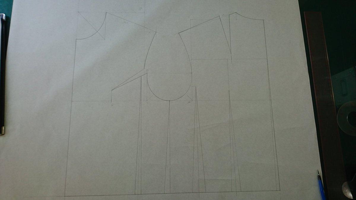 メンズ原型。#シャツ や #ジャケット を製図する際、当店ではお客様のサイズに合わせた原型をお作りしてます。原型を基に製図する理論は意外な事に日本で体系化された技術だったりするんですよ。日本人は凄い❗