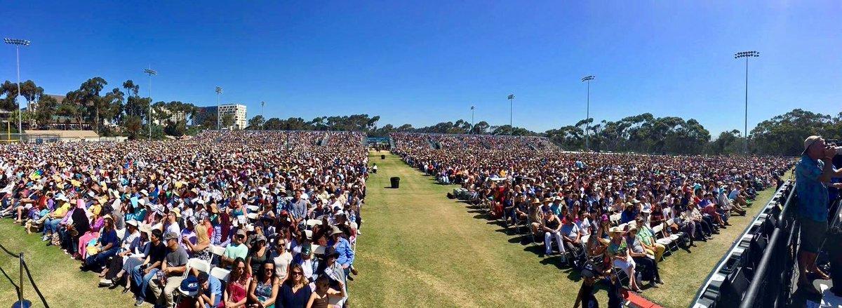尊者达赖喇嘛在美国加州大学圣地亚哥分校演讲,现场2 万多人。几个月前就慷慨激昂地表示要严重抗议的中国留学生们在哪里? https://t.co/QzEZto1wPM