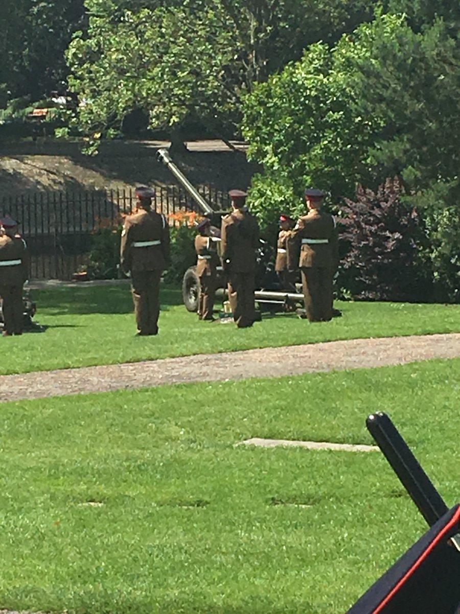 21 Royal Gun Salute #York #QueensBirthday <br>http://pic.twitter.com/XKPXmP897x