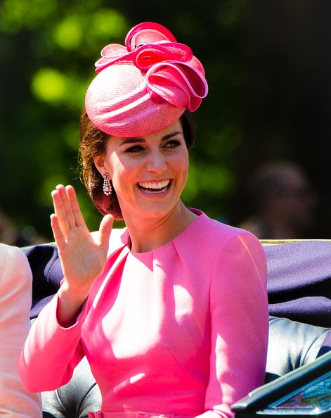 #DuchessofCambridge arrives for the annual #TroopingtheColour parade in #London , #England  -17/06/17. #QueensBirthday #love #Queenpic.twitter.com/UszFGtmFTT