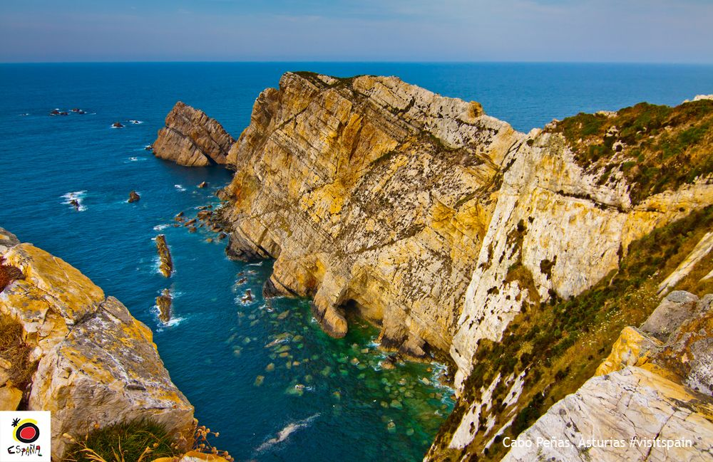 The #Cantabrian Sea offers breathtaking #landscapes, like the cliffs in #CaboPeñas, #Asturias. #VisitSpain @TurismoAsturias<br>http://pic.twitter.com/wkcAm4Aqu5