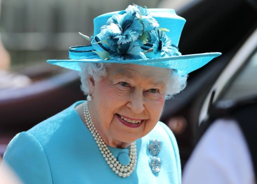 Happy Birthday to our wonderful Queen on her official birthday! Doesn&#39;t she look amazing! #happybirthday #TroopingtheColour #queensbirthday <br>http://pic.twitter.com/fWHKZutq1k