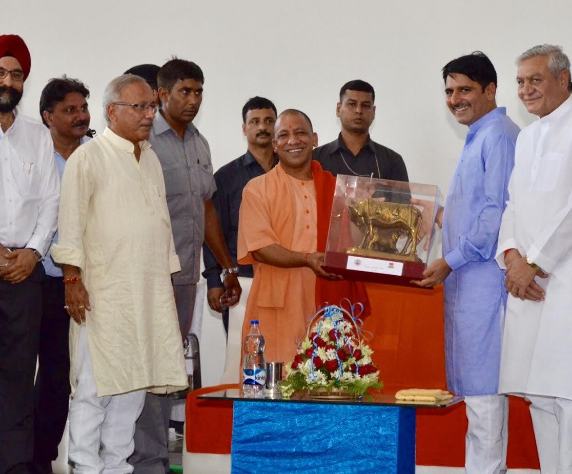 ઉત્તર પ્રદેશમાં ગુજરાતની ડેરી વગાડે છે ડંકોઃ યોગી આદિત્યનાથે લીધી મુલાકાત, શંકર ચૌધરીએ જાહેર કર્યું વિસ્તરણ