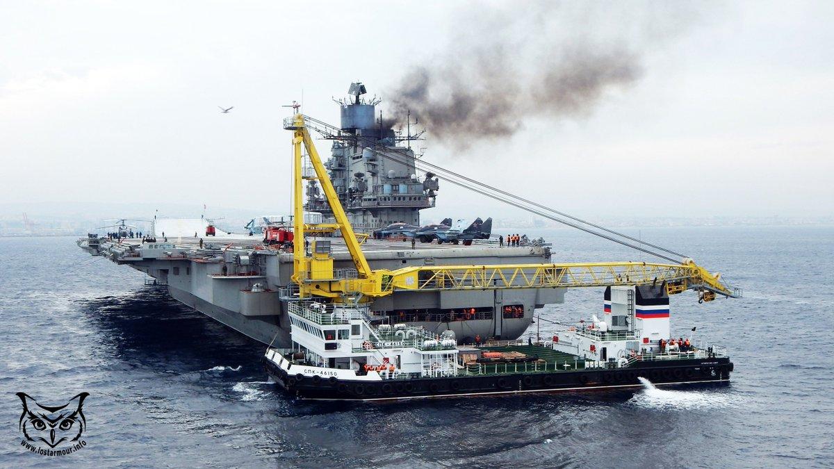 """Загрузка боекомплекта на авианесущий крейсер  """"Адмирал Кузнецов"""" в Средиземном море"""