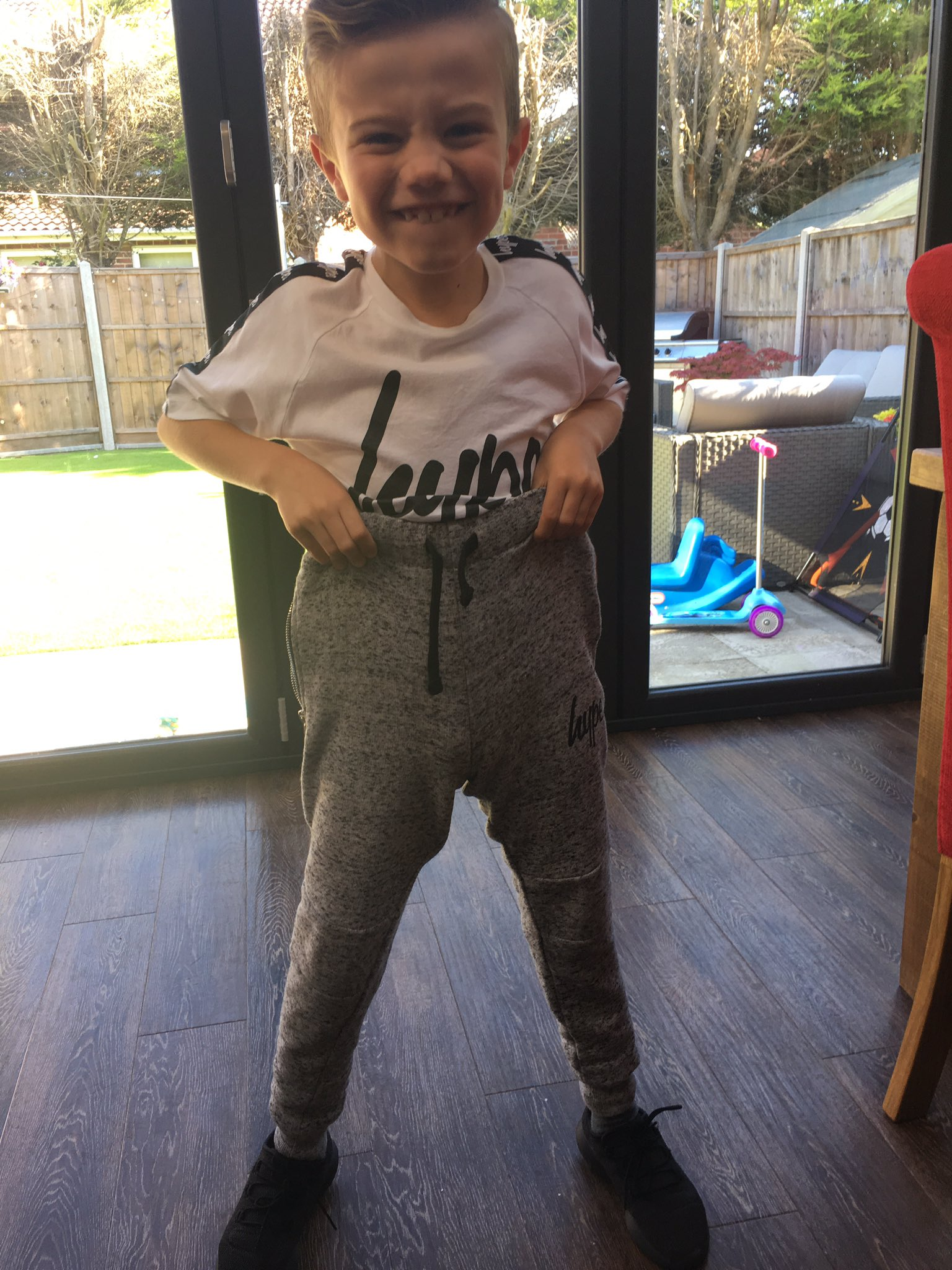 Tommy came in saying look mummy, I'm Simon cowell 🙈 https://t.co/1aEynRNaLA