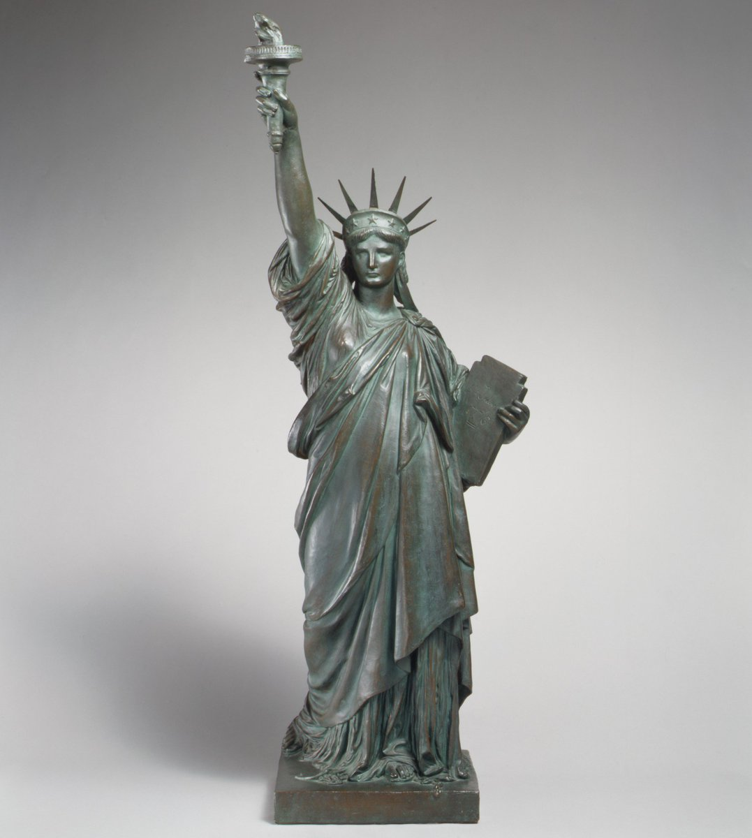 The Statue of Liberty arrived in New York Harbor from France on this day in 1885. https://t.co/YLMMlBDZyT