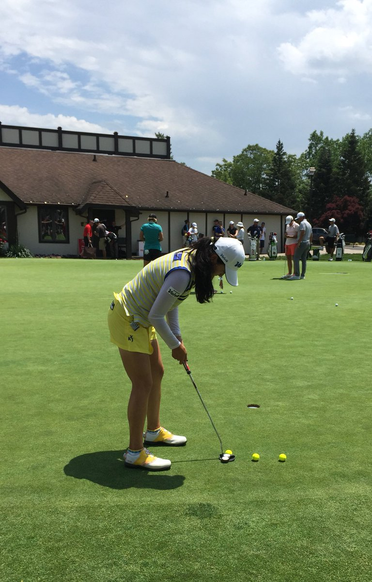 @volvikUSA player @julieyangsta rolling some of her yellow Vibe balls...