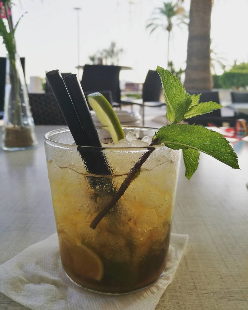 Mojito o clock!  Absolutely delicious in #beachandroll bar along the seafront of #portixol  http:// ift.tt/2smD41L  &nbsp;  <br>http://pic.twitter.com/8dcGCFRvy9