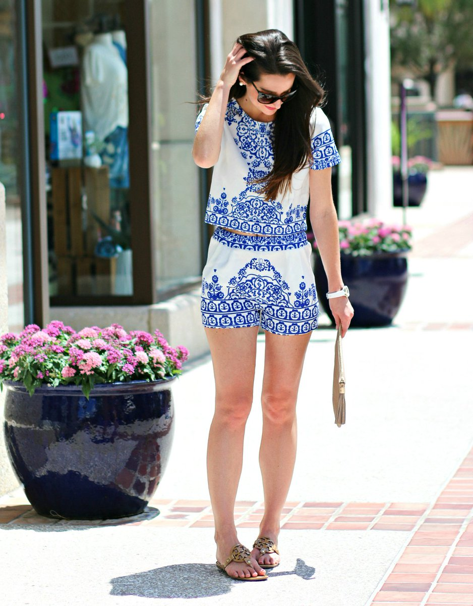 It&#39;s hard to hate on crop tops when they&#39;re THIS cute and come with matching shorts. Full #outfit:  http:// bit.ly/2rvSlv9  &nbsp;   #fbloggers<br>http://pic.twitter.com/S9On5U13Vb