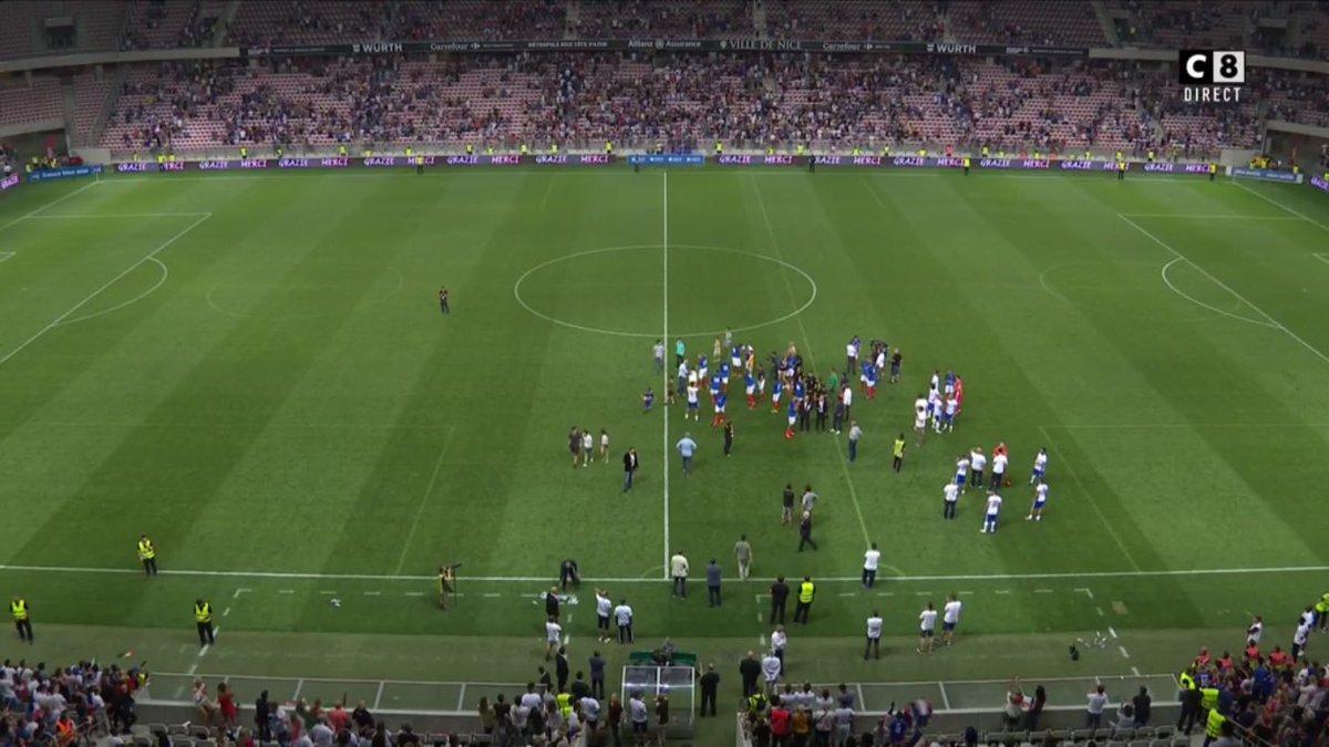 La France des légendes s'impose 4-1 face aux Italiens.  ⚽️🇫🇷 Oddo (csc) ⚽️🇫🇷 Trezeguet ⚽️🇫🇷 Djorkaeff ⚽️🇫🇷 Kapo ⚽️🇮🇹 Corradi