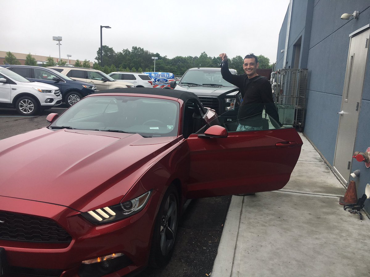 It was raining out today, so I decided to buy myself a late #FlagDay gift to make myself feel better. @Ford @FordMustang #SaturdayinTheCity<br>http://pic.twitter.com/bg8eu6WmxA