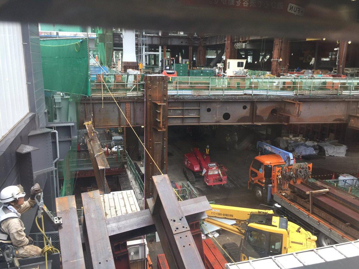 渋谷駅再開発工事の足場が崩れてる
