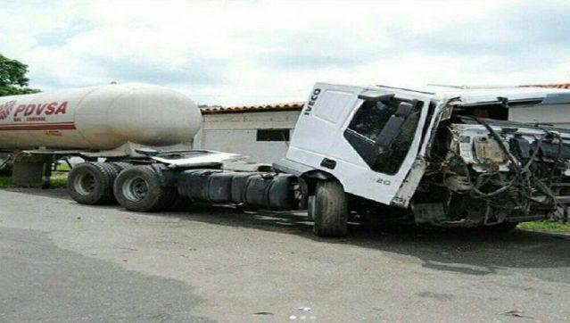 RT @Gemj1879: #18Jun Este es el camión de PDVSA gas en donde encontrado más de 780 kilos de cocaína. https://t.co/7mQ0FFTjQr