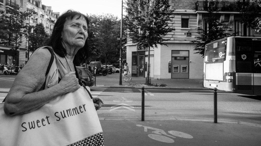 Paris 2017  #sweet #summer #lady #olderlady . . . #streetlife #streetphotography #streetshot #streetscene #streetp…  http:// ift.tt/2rEIzeY    pic.twitter.com/J9ahKBRWwN