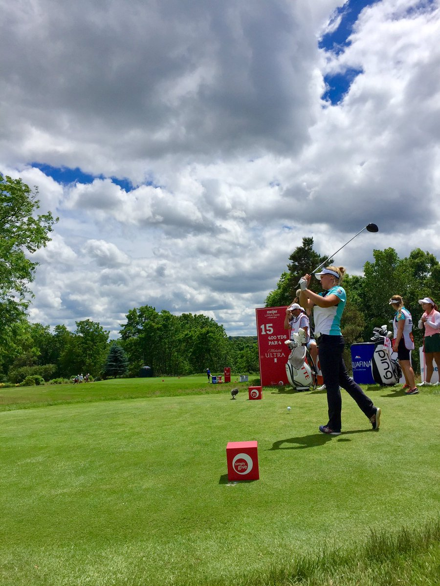 .@BrookeHenderson cranks out a great drive on Hole 15 🏌️‍♀️ #forehunge...