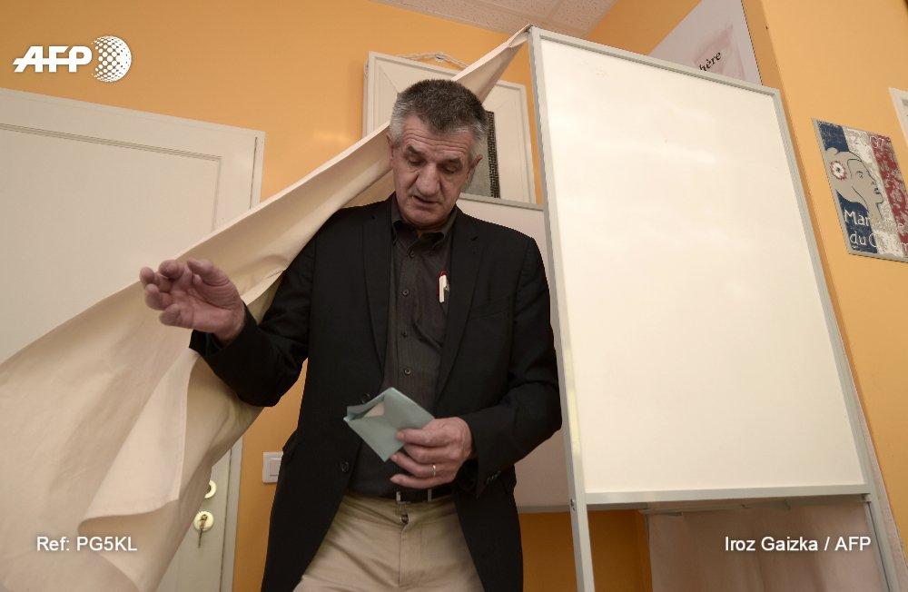 Jean Lassalle (DVD) réélu dans la 4e circonscription des Pyrénées-Atlantiques face à un candidat 'En marche' #AFP
