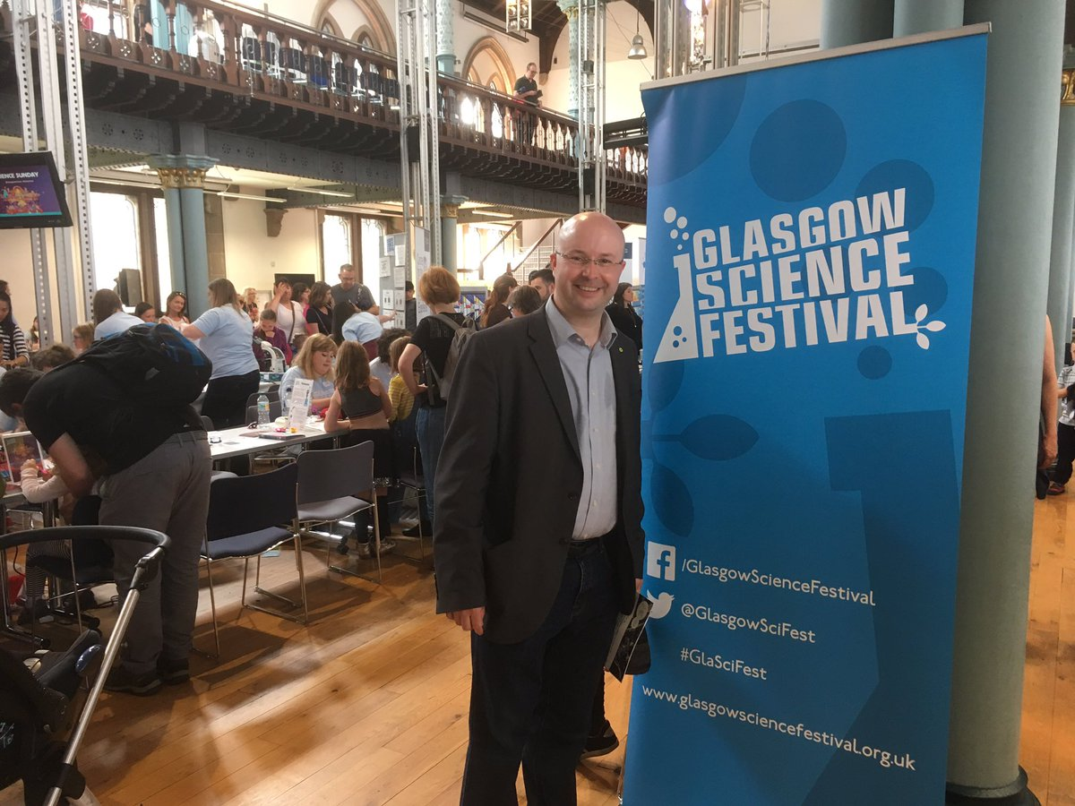 Great fun at #GlaSciFest #ScienceSunday @UofGlasgow - 60years of computing &amp; learning about #GravitationalWaves @GlasgowSciFest @hunterian<br>http://pic.twitter.com/cwIn6fhWdm