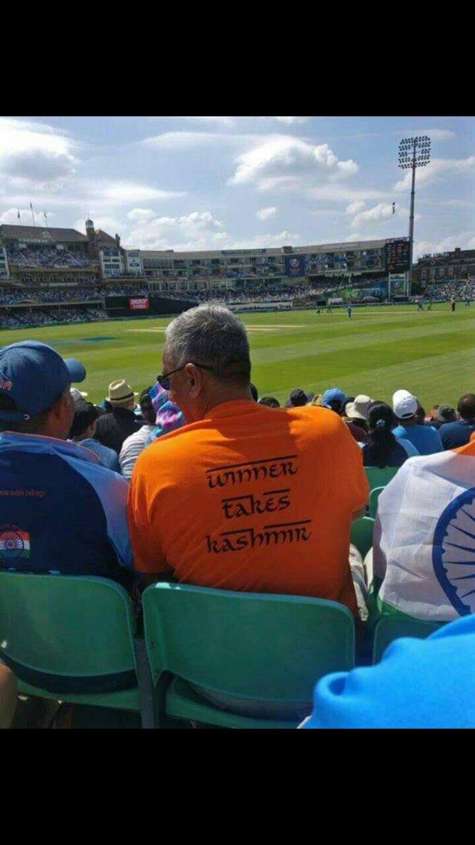 According to this guy's t shirt...Kashmir Azad ho Gaya!!   #PAKvIND #PakvsInd #PakistanZindabad #INDvPAK #CT17Final https://t.co/sgNtzXr67U