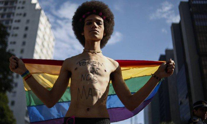Avenida Paulista já tem concentração para a Parada Gay. https://t.co/fVy9asHSQS