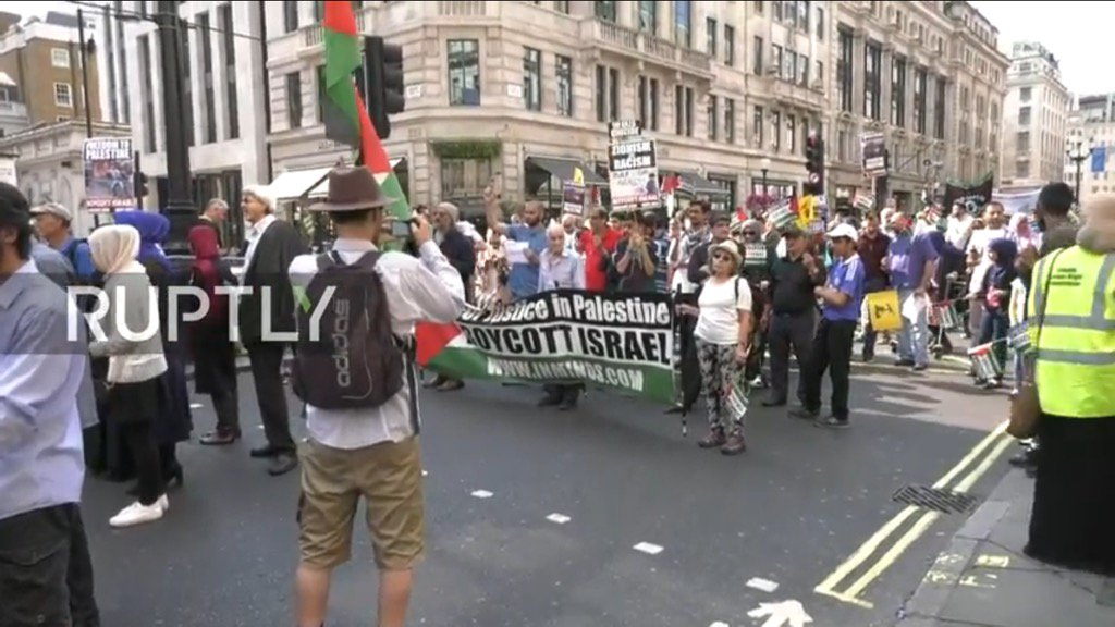 London today. Hezbollah flags. 'Khaibar Yahud' anti-Jew slogans. Hamas supporters. Why is this allowed? https://t.co/iB5LDCUprJ