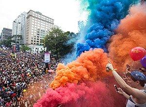 Participantes da Parada LGBT protestam contra governo Temer https://t.co/ixEHeq71so