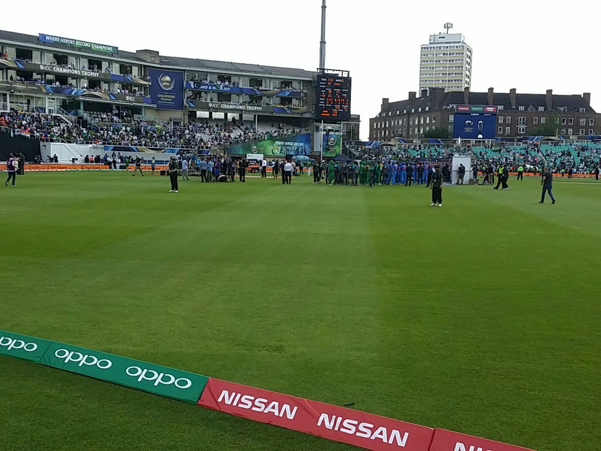 Mubarak everyone live from the Oval #Champions <br>http://pic.twitter.com/5Cgb2Vsybu