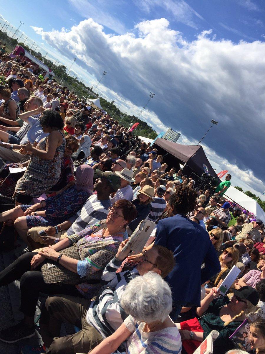 Stor publik på Spånga IP när Stefan ska tala! #järvaveckan @jarvaveckan