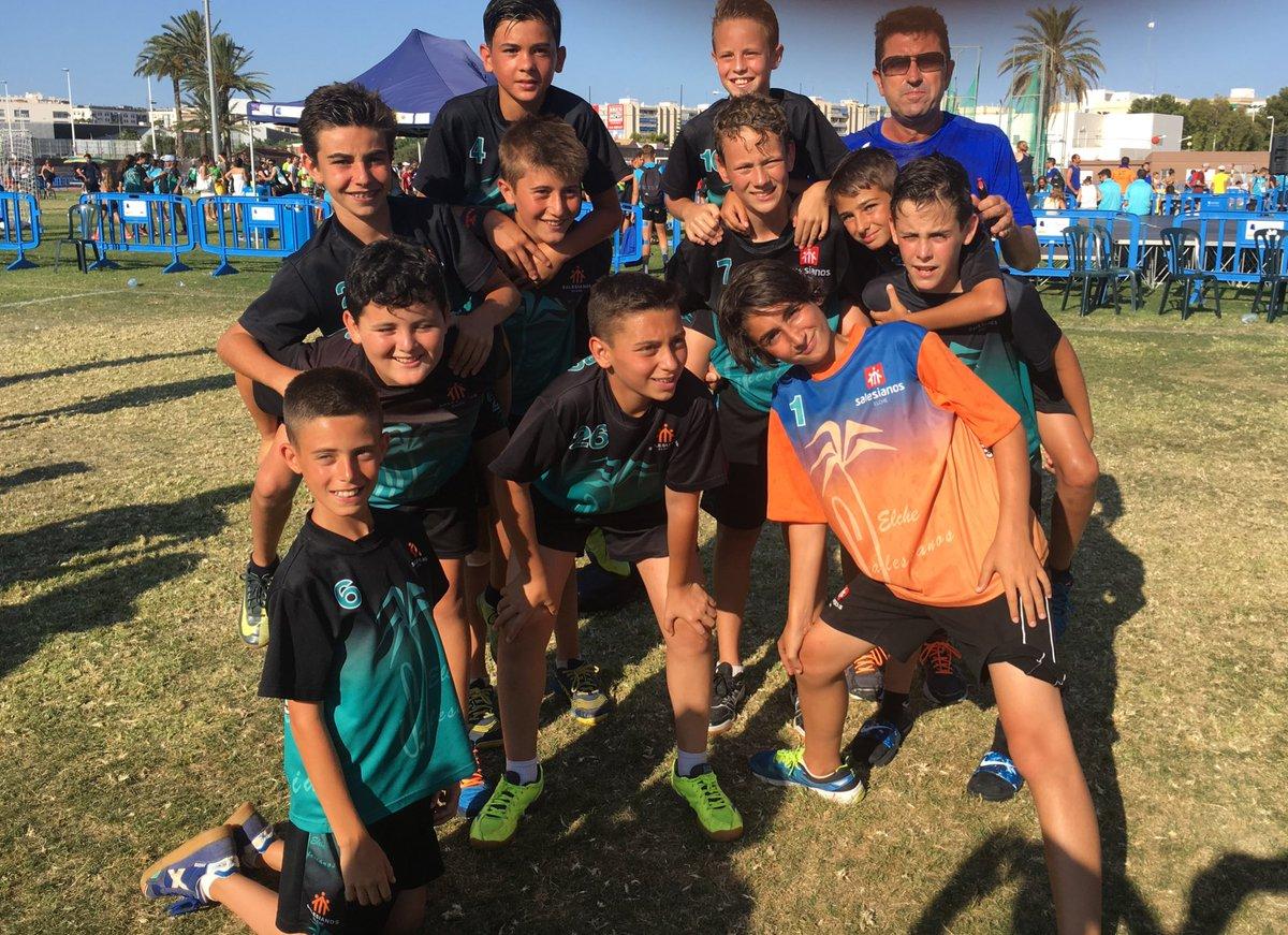 Campeones ! #TORNEOBALONMANOHIERBA #santapola 2017 #salesianoselx #handball <br>http://pic.twitter.com/JHd9UOgs9O