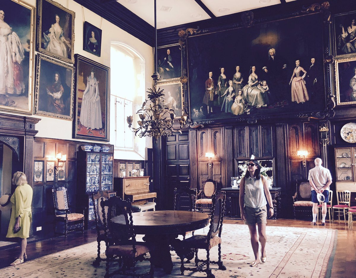RT @SStones Happy bees, ducks & excellent tour guide (Angela) at Elizabethan @LoseleyPark. Panelling courtesy of #grinlinggibbons & #nonsuch palace.