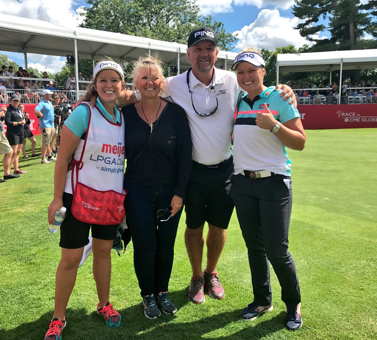 Gangs all here!! 🤗 @BrookeHenderson @MeijerLPGA #Family https://t.co/Y...