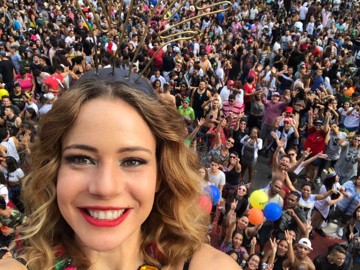 Amor, respeito, diversidade, humanidade... #ParadaSP incriveland. #DivinasDivas
